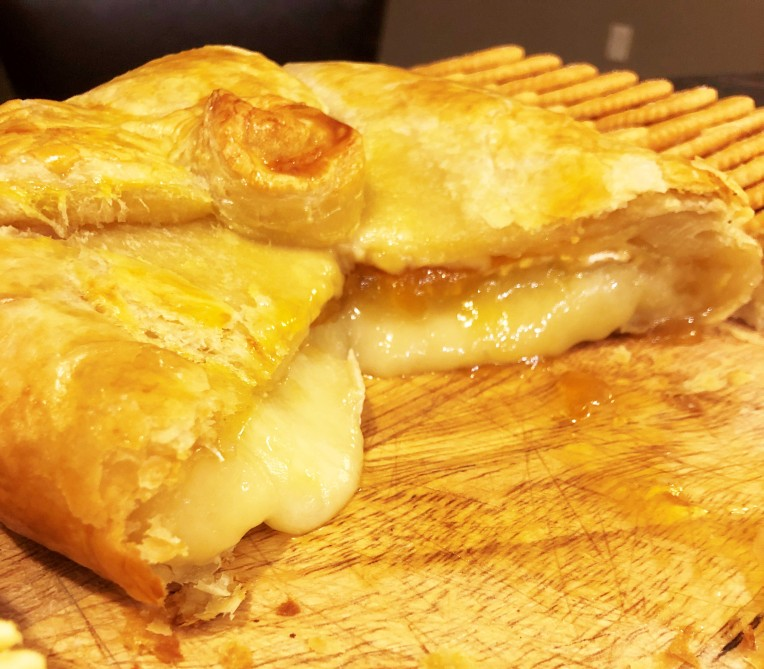 brie cheese and apricot preserves in puff pastry